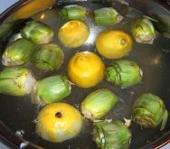 Artichokes in lemon-water